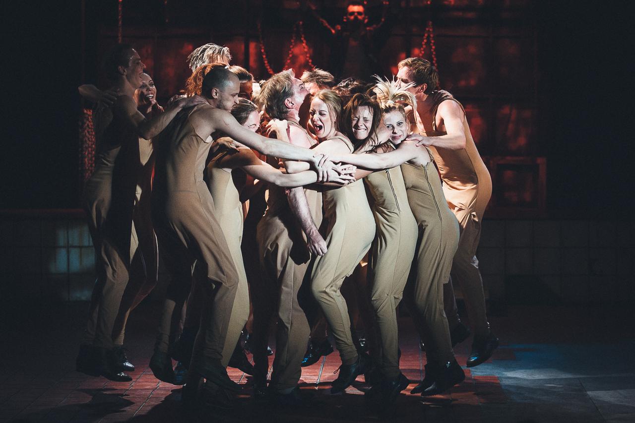 golie-v-teatre-rossii-smotret-onlayn